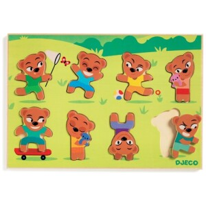 Οι αρκουδίτσες της εταιρίας Djeco διασκεδάζουν παίζοντας στο λιβάδι! Θα μπορέσουν τα παιδιά να βρουν την σωστή τους θέση; Ένα πρώτο πάζλ το οποίο αναπτύσσει την αντίληψη και βελτιώνει την δεξιότητα. Αποτελείται από 8 κομμάτια. Κατασκευασμένο από μασίφ ξύλο καουτσουκόδεντρου με χρώματα μη τοξικά. Κατάλληλο από 1