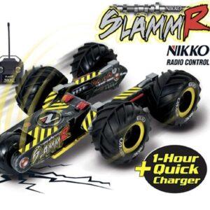 Οι τρεις περιστρεφόμενοι βραχίονες εξασφαλίζουν ότι το Nikko SlammR ξεπερνάει σχεδόν κάθε εμπόδιο. Το SlammR αλλάζει τη μορφή του του προσαρμοζόμενο στο έδαφος.