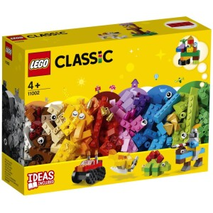 Απόλαυσε διαχρονικές περιπέτειες με το LEGO® Classic Βασικό Σετ από Τουβλάκια. Γνώρισε έναν ιππότη πάνω στο άλογό του και έναν φιλικό δεινόσαυρο. Κάνε ακροβατικά με ένα απίθανο monster truck ή πέτα στους ουρανούς με ένα κλασικό ελικοφόρο αεροπλάνο. Δημιούργησε ένα γλυκό σκυλάκι